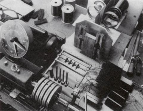 Nearly identical Stevens pickup winder at Gibson in the 1950's